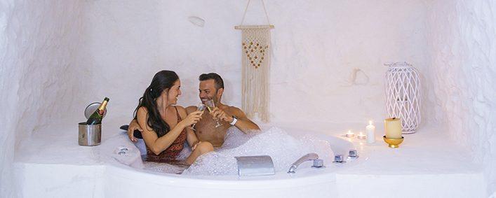 novios-bañerahidromasaje-romantico
